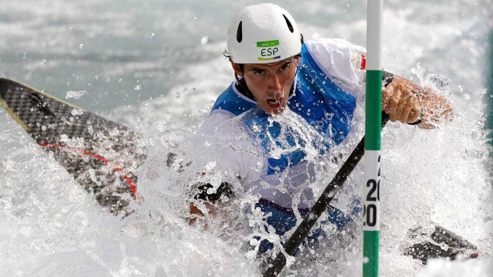 Ander Elosegui en la bajada de las semifinales de C1 en aguas bravas disputada en Río 2016. Se clasificó a la final y acabó octavo en el torneo olímpico.