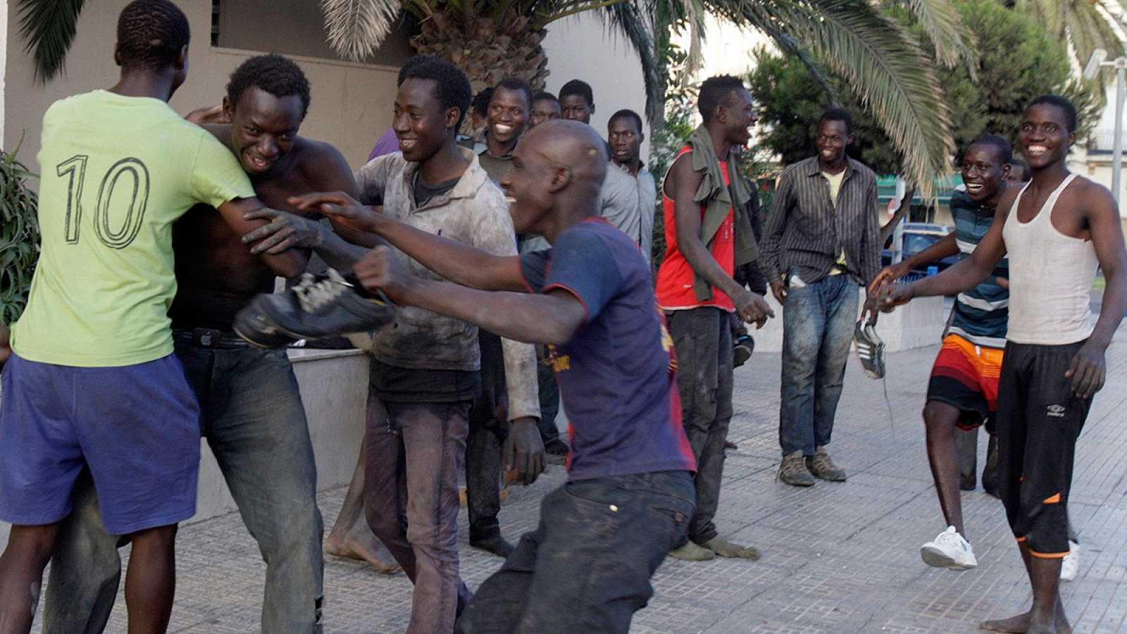 Unos 40 inmigrantes entran en Melilla tras lograr saltar la valla