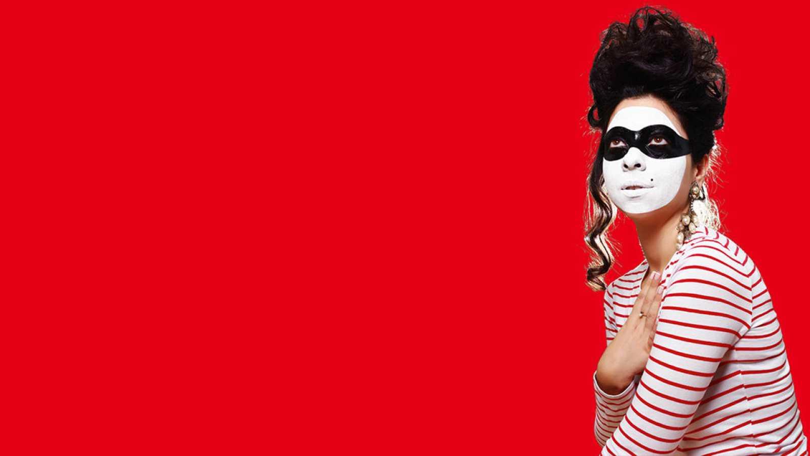 Paloma Cortina presenta los domingos a las 16:00 horas, 'Dramedias'.