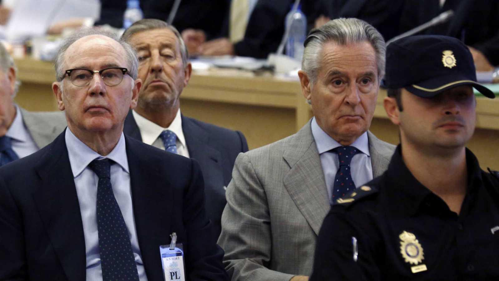 Los expresidentes de Bankia y Caja Madrid, Rato y Blesa, se sientan en el banquillo