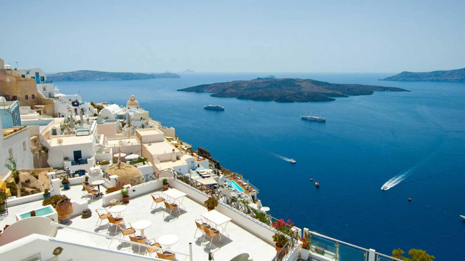 Vista del mar Egeo desde la isla griega de Santorini