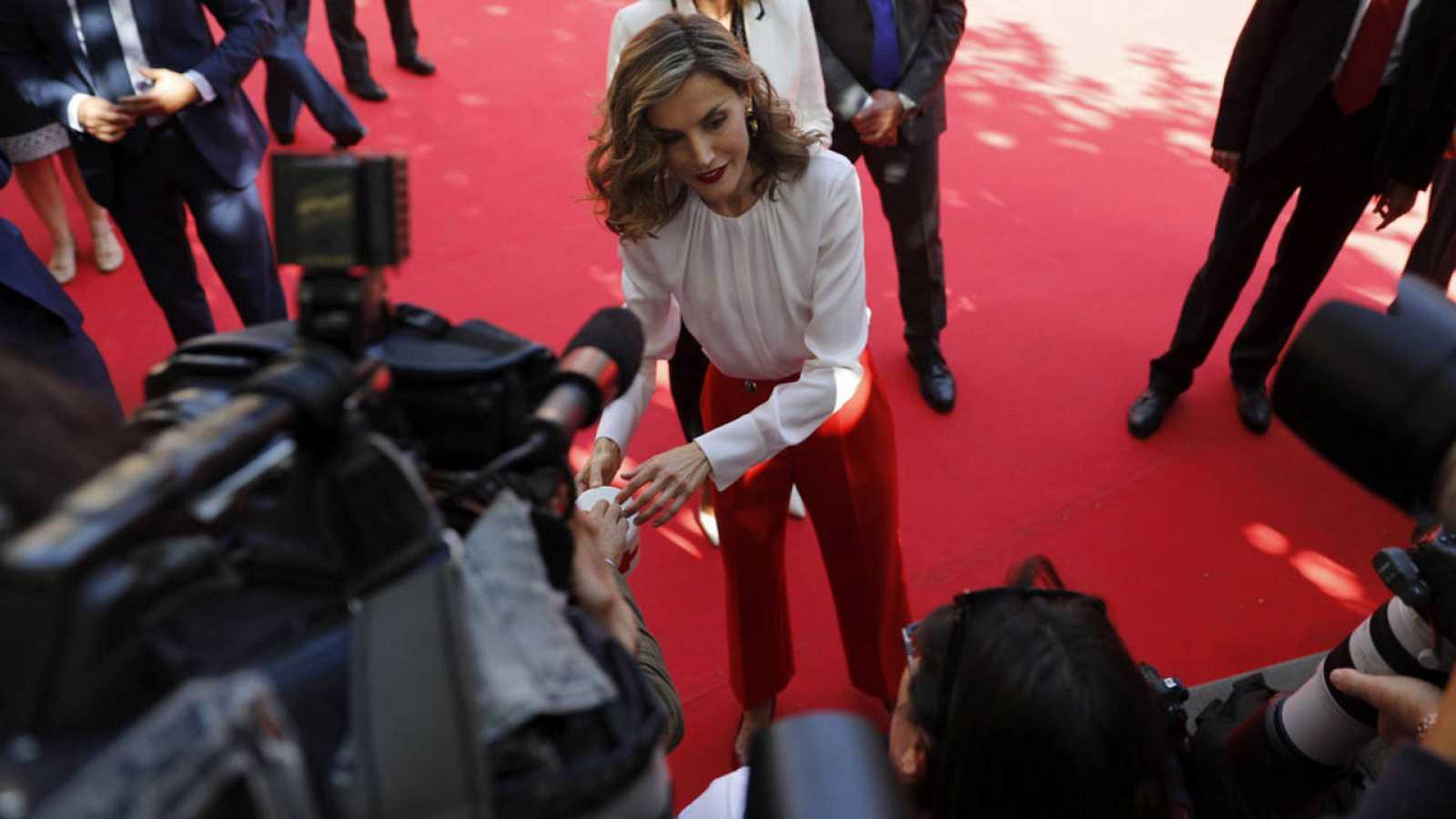 La reina Letizia presidió la mesa de cuestación del Día de la Banderita de Cruz Roja