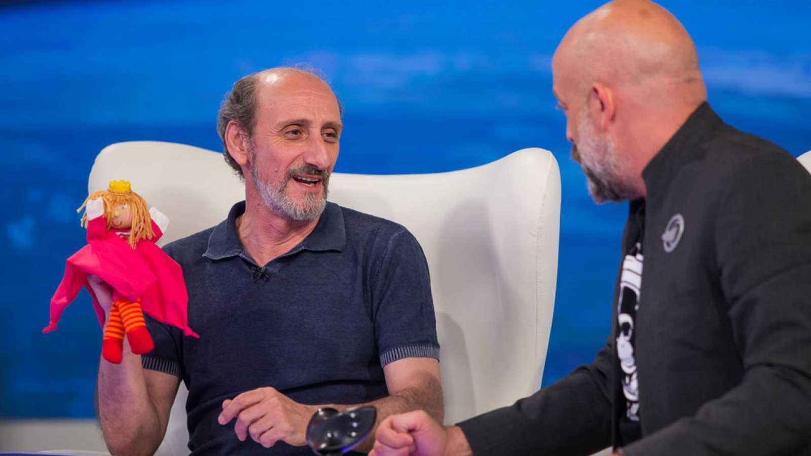 El actor José Luis Gil junto a Goyo Jiménez en el plató de 'Órbita Laika'