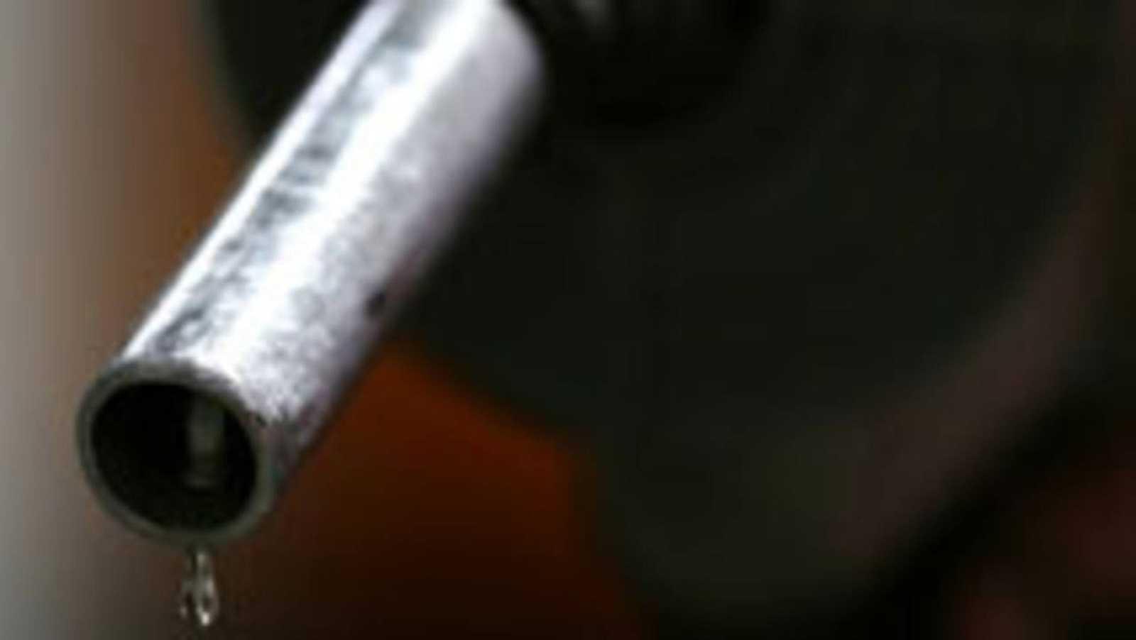 Detalle de una manguera de un surtidor de combustible