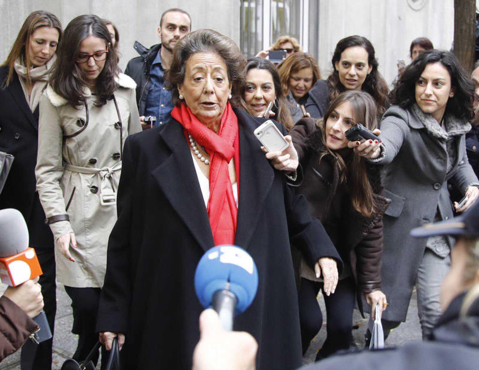 Rita Barberá atiende a los medios tras comparecer en el Tribunal Supremo