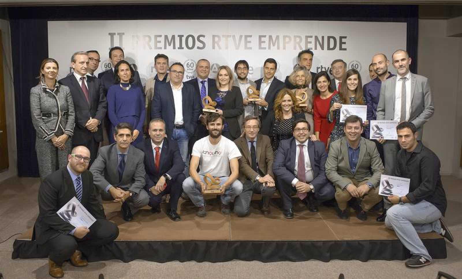 Foto de familia de los II Premios RTVE Emprende