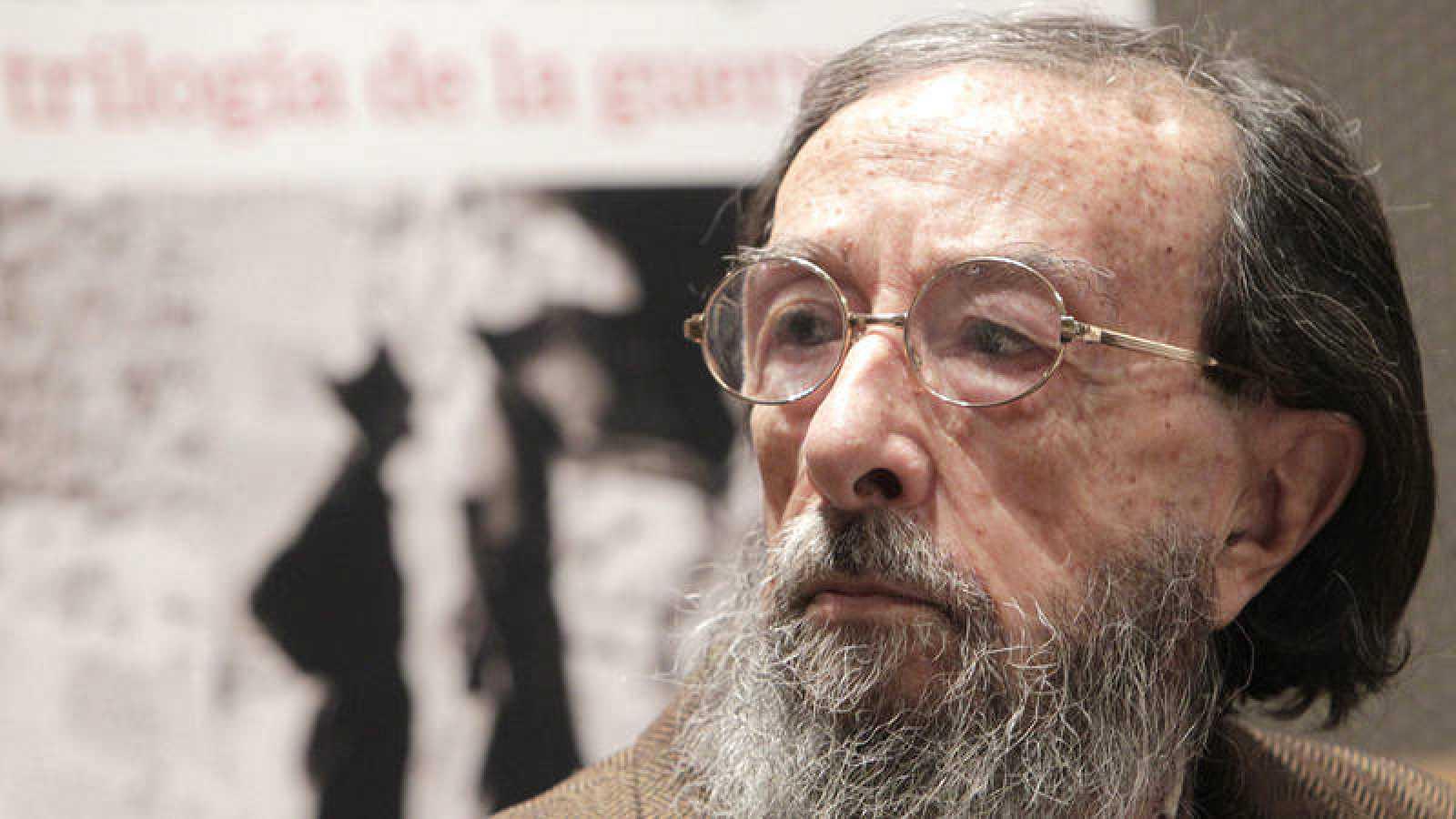 El escritor Juan Eduardo Zúñiga.