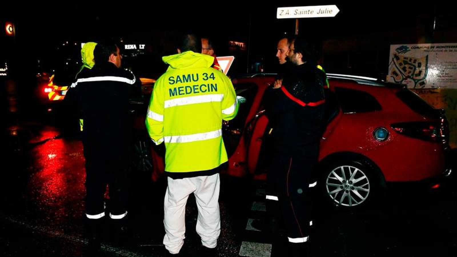 Bomberos y cuerpos de seguridad trabajan junto al asilo de monjes atacado este jueves en Montferrier-sur-Lez