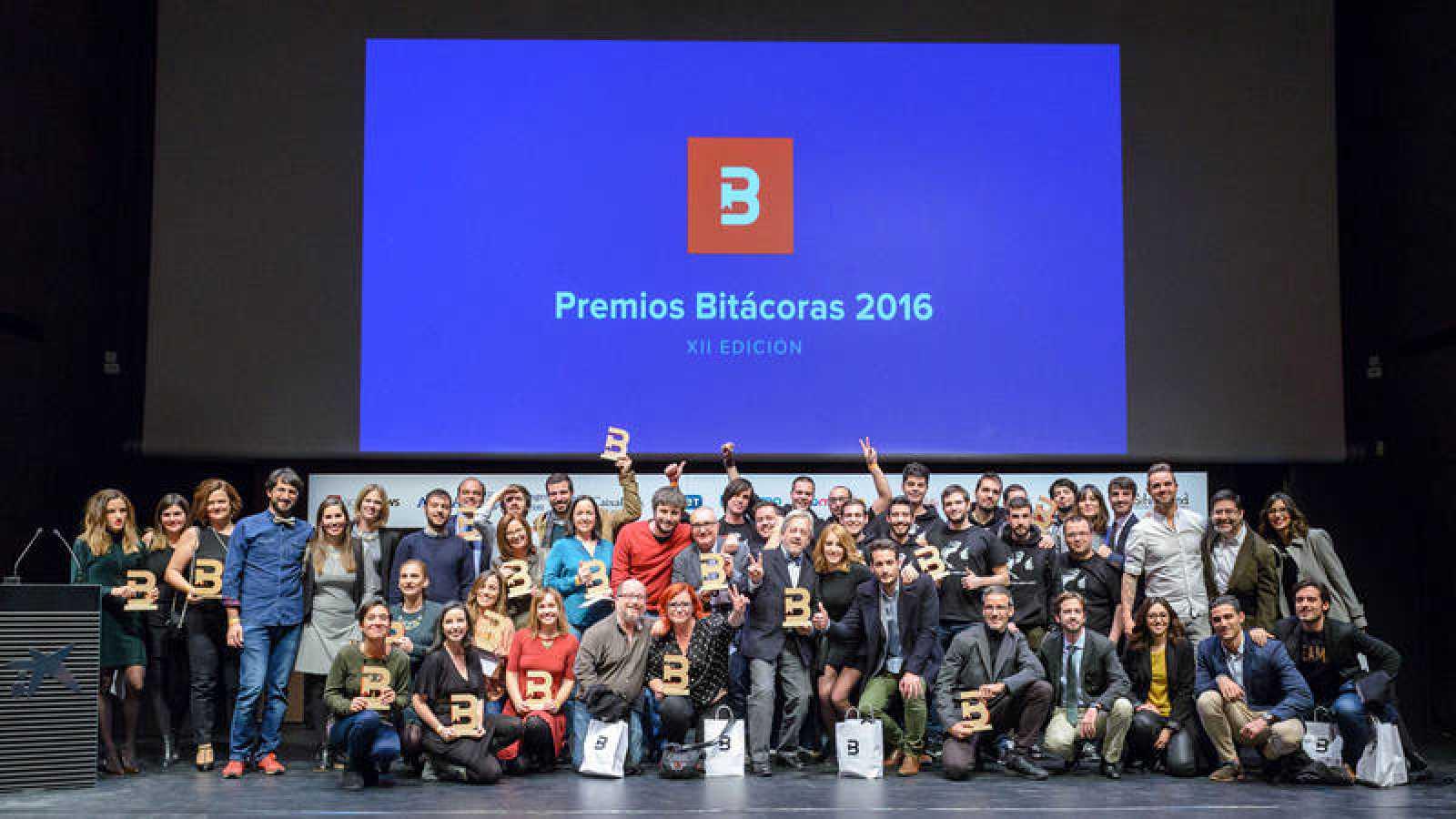 Imagen de los 21 ganadores de la undécima edición de los Premios Bitácoras.
