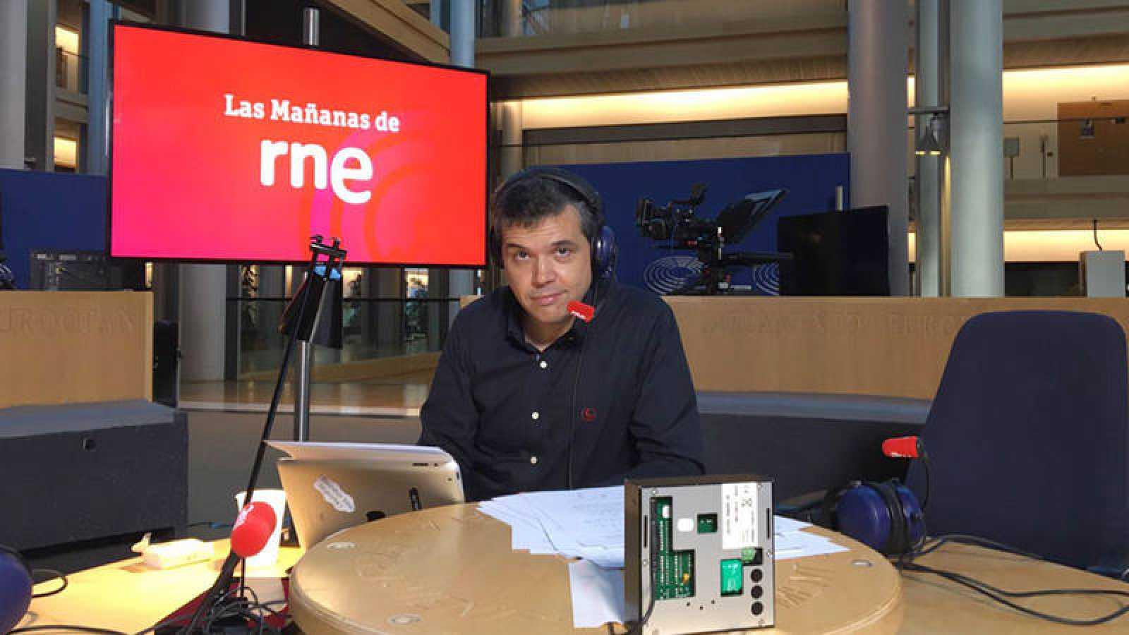 Alfredo Menéndez, en el estudio desde donde se ha emitido el especial.