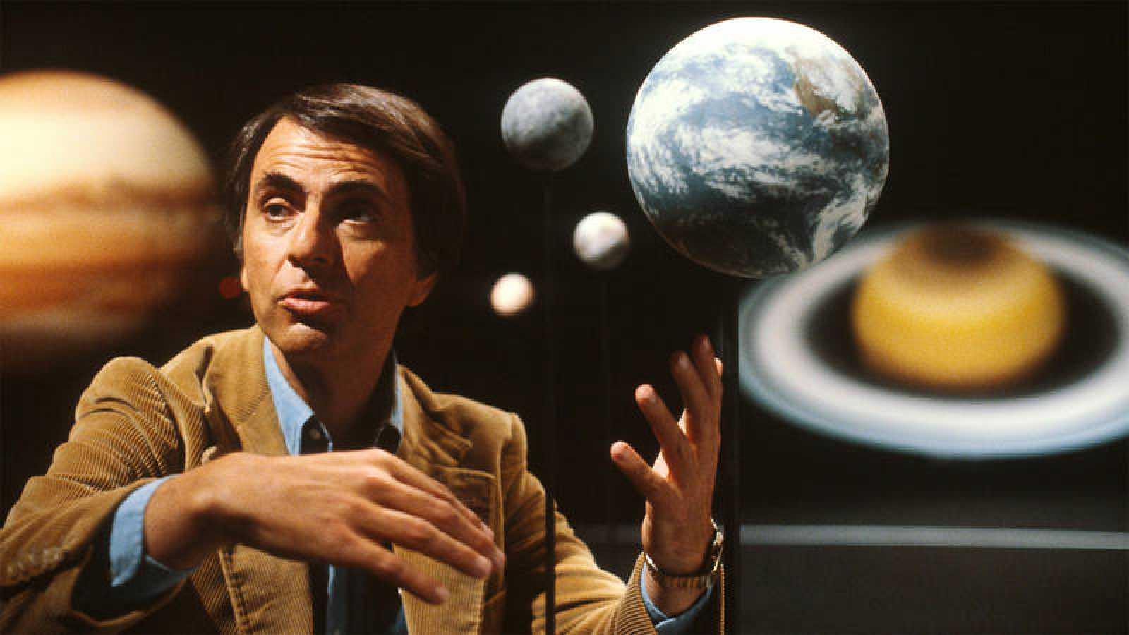 El astrofísico, cosmólogo y divulgador científico Carl Sagan.