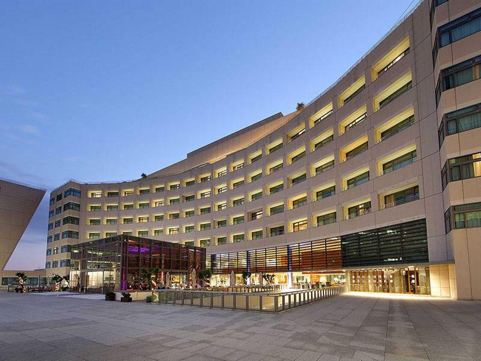 Fachada del Hotel Grand Marina en Barcelona.