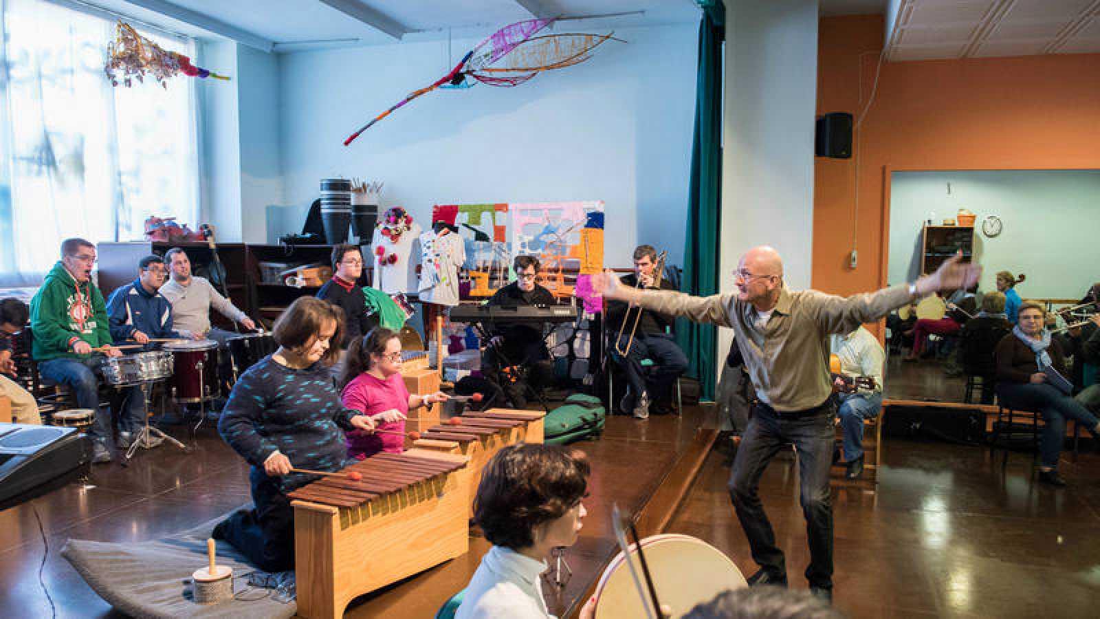Real Orquesta Sinfónica de Sevilla (ROSS) en el que se incluye la actuación de los intérpretes participantes en 'Mosaico de Sonidos'