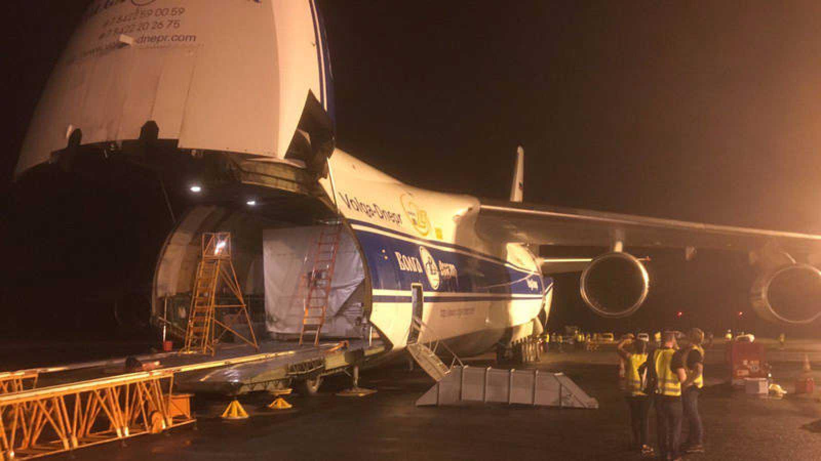 El Hispasat 36W-1, a su llegada a Kourou, desde donde será lanzado.