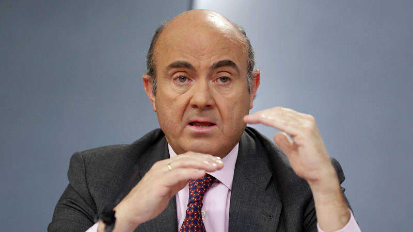 El ministro de Economía, Luis de Guindos, en la rueda de prensa de este viernes