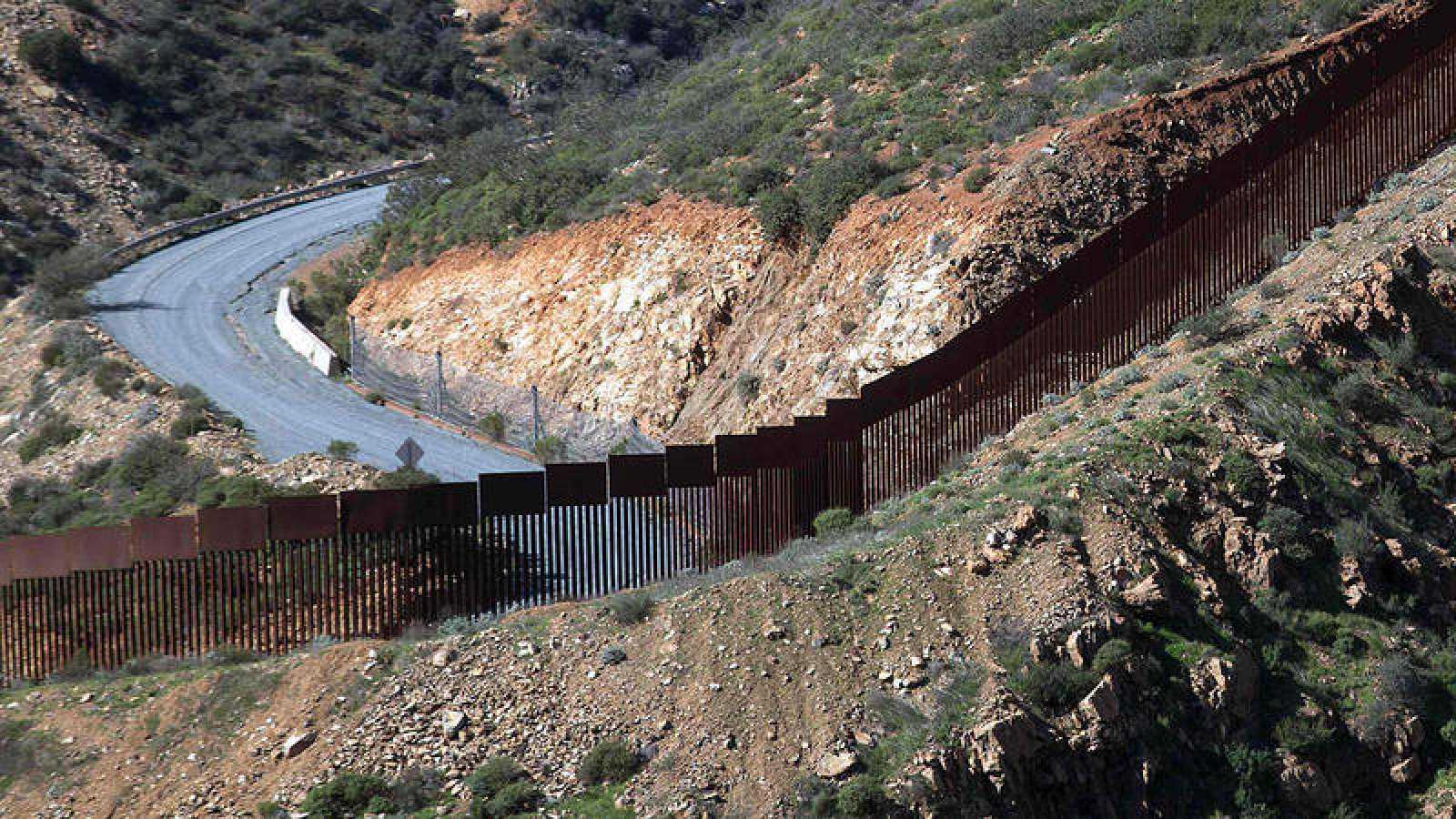 Parte del muro fronterizo que ya existe entre México y EE.UU.