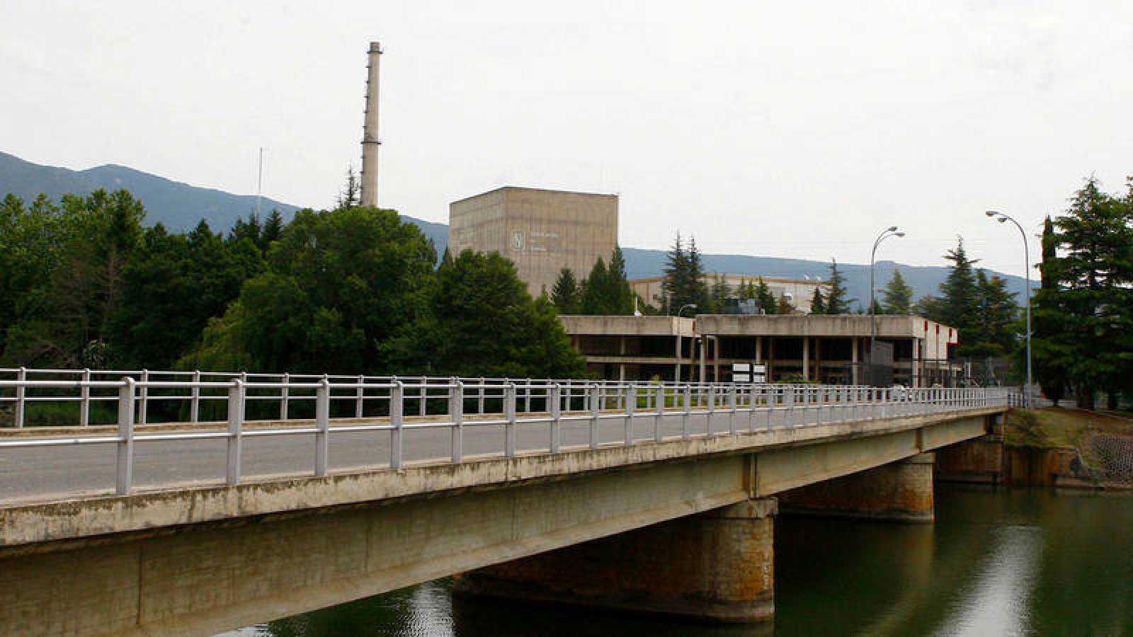 Exterior de la central nuclear de Santa María de Garoña (Burgos) en una imagen de archivo.