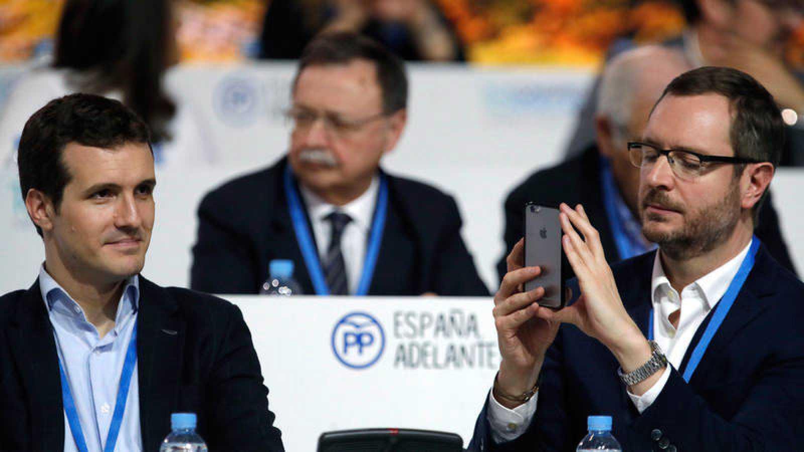 Los vicesecretarios del PP Pablo Casado y Javier Maroto, en un momento del congreso nacional del partido.