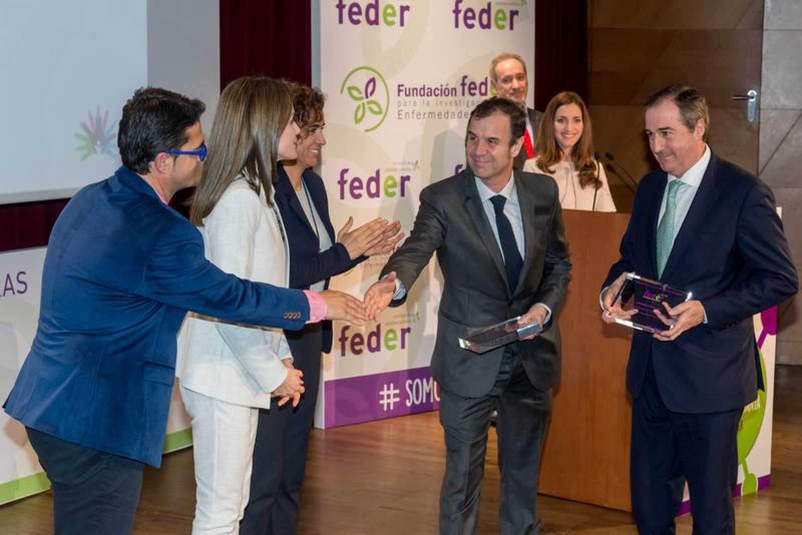 José Velasco y Eladio Jareño reciben el Premio FEDER de manos de la Reina Letizia