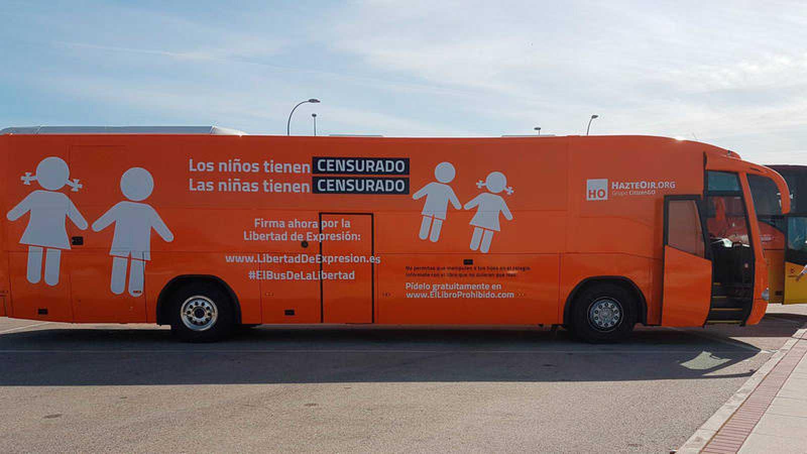 Tercera versión del autobús promocional de la organización ultracatólica Hazte Oír, en una imagen distribuida por el propio colectivo en su cuenta de Twitter