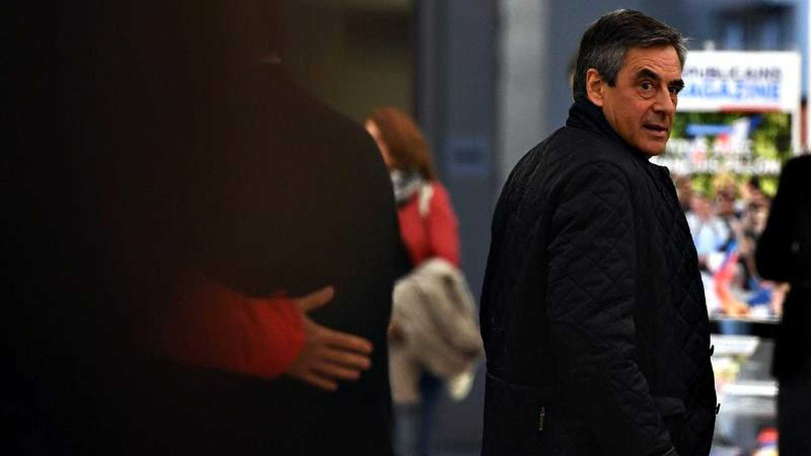El candidato conservador al Elíseo, François Fillon, este lunes a su llegada a la reunión de Los Republicanos