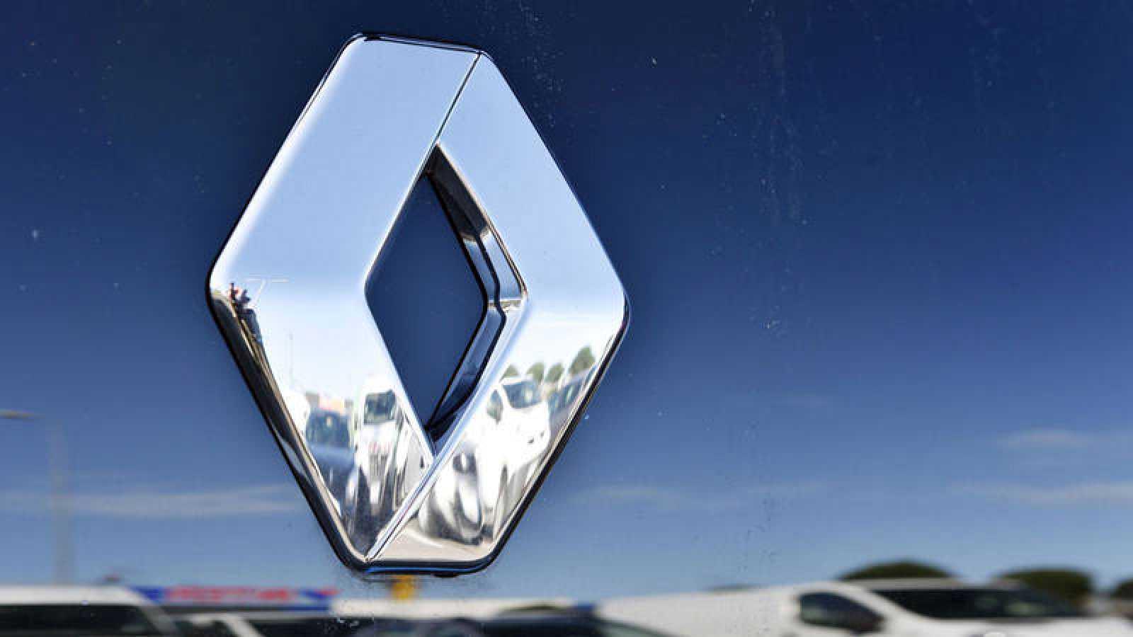 El logotipo de un vehículo Renault en una imagen de archivo.