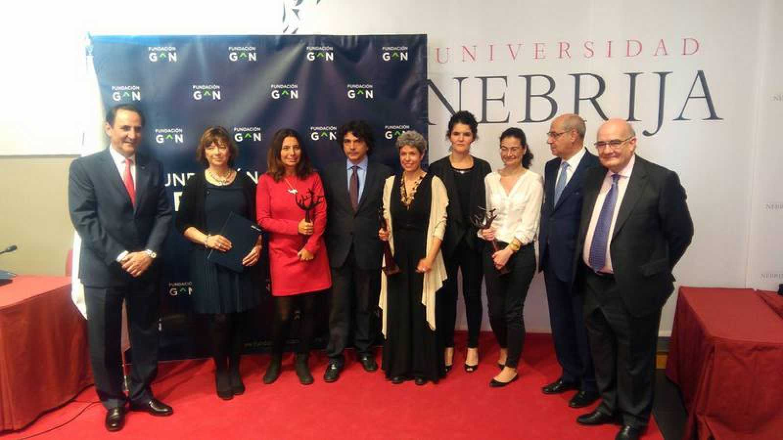 Foto de familia de loa II Premios de Periodismo Fundación Grupo Norte contra la Violencia de Género