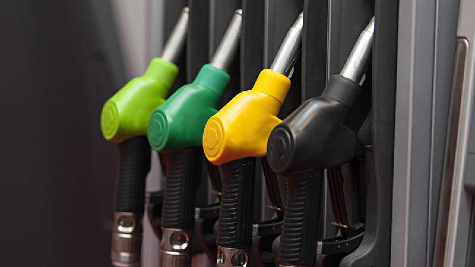Surtidores de combustible en una gasolinera