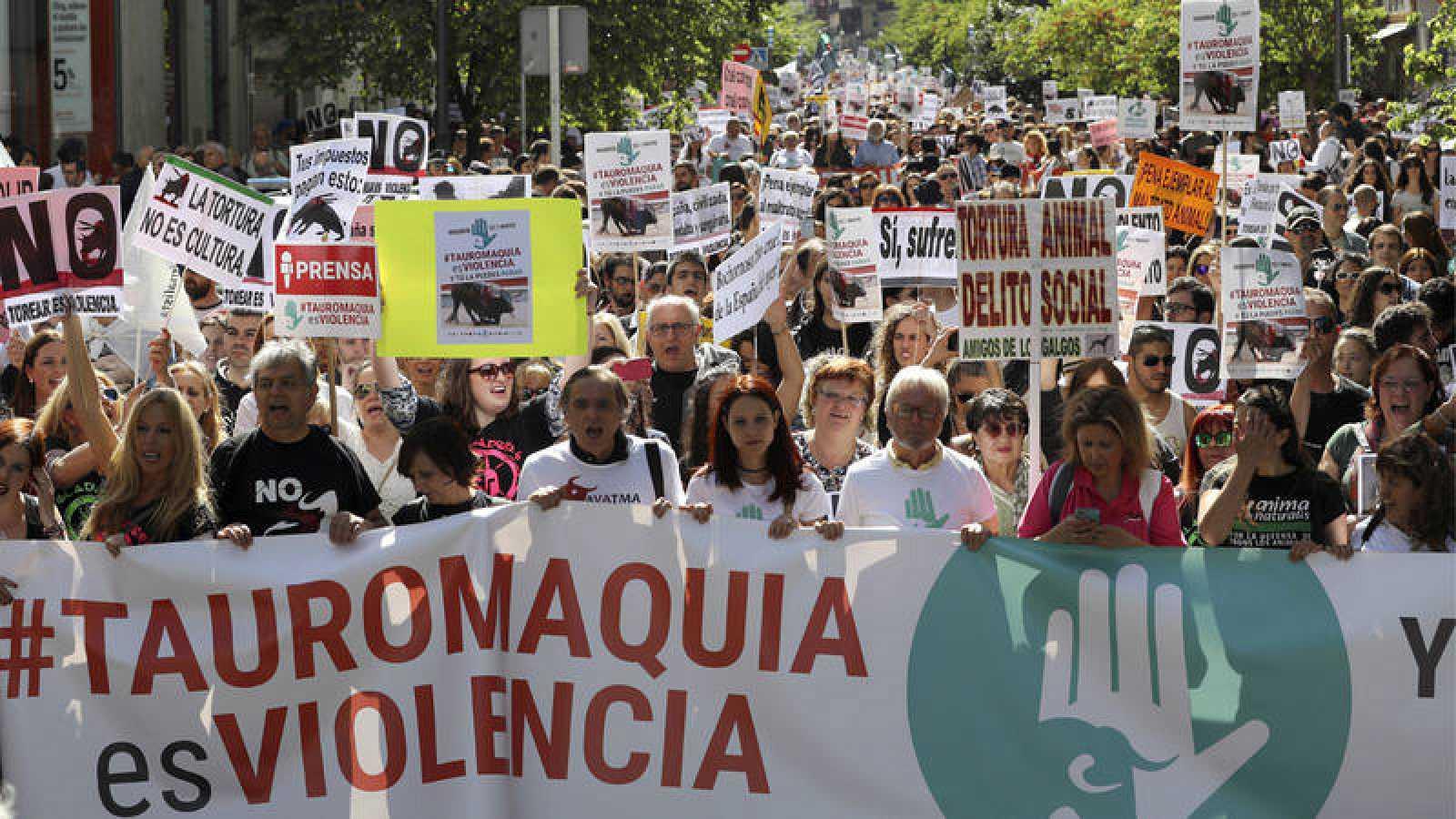 Una manifestación recorre las calles de Madrid contra las corridas de toros