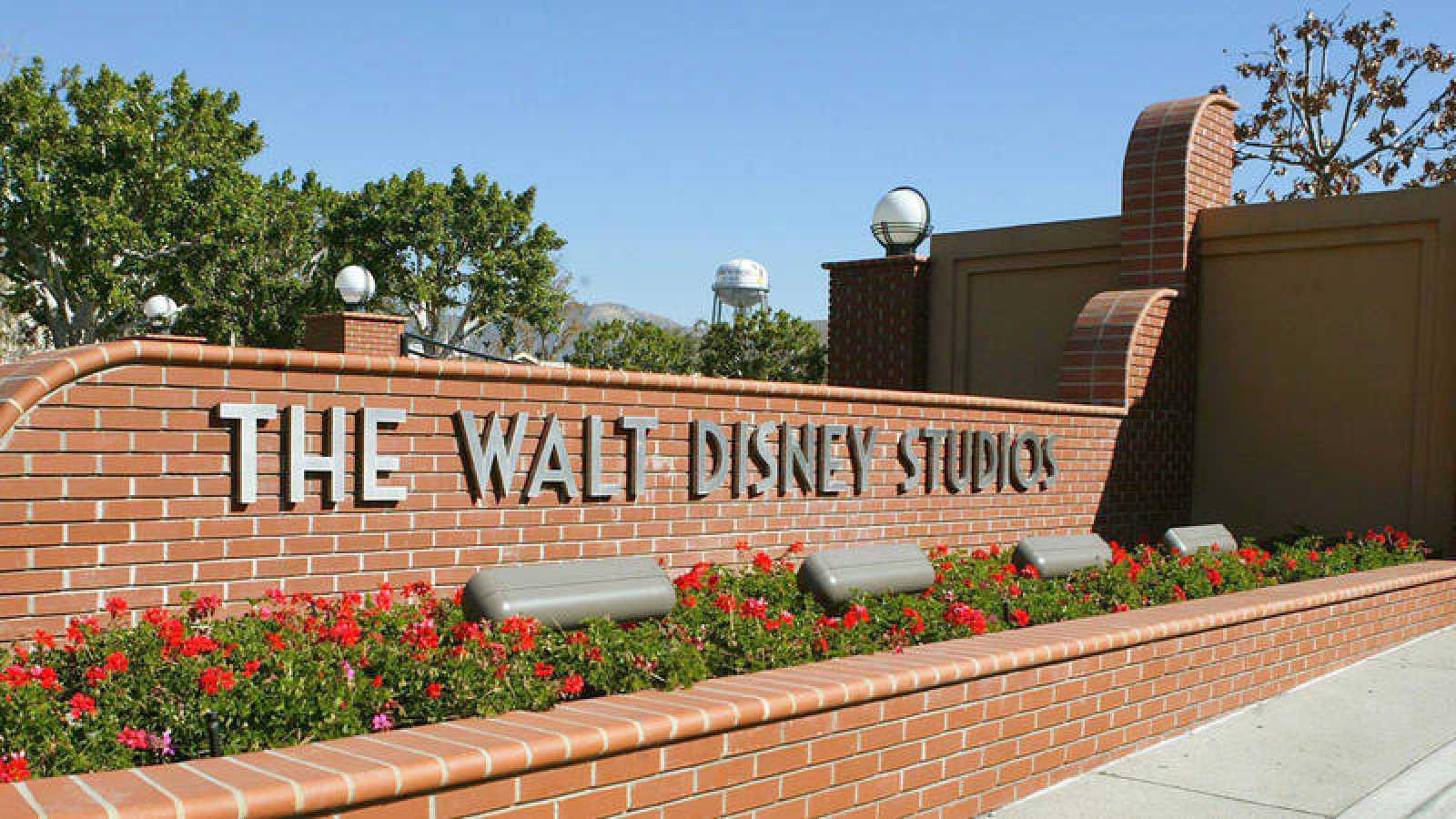 La entrada a los Estudios Walt Disney en Burbank, California