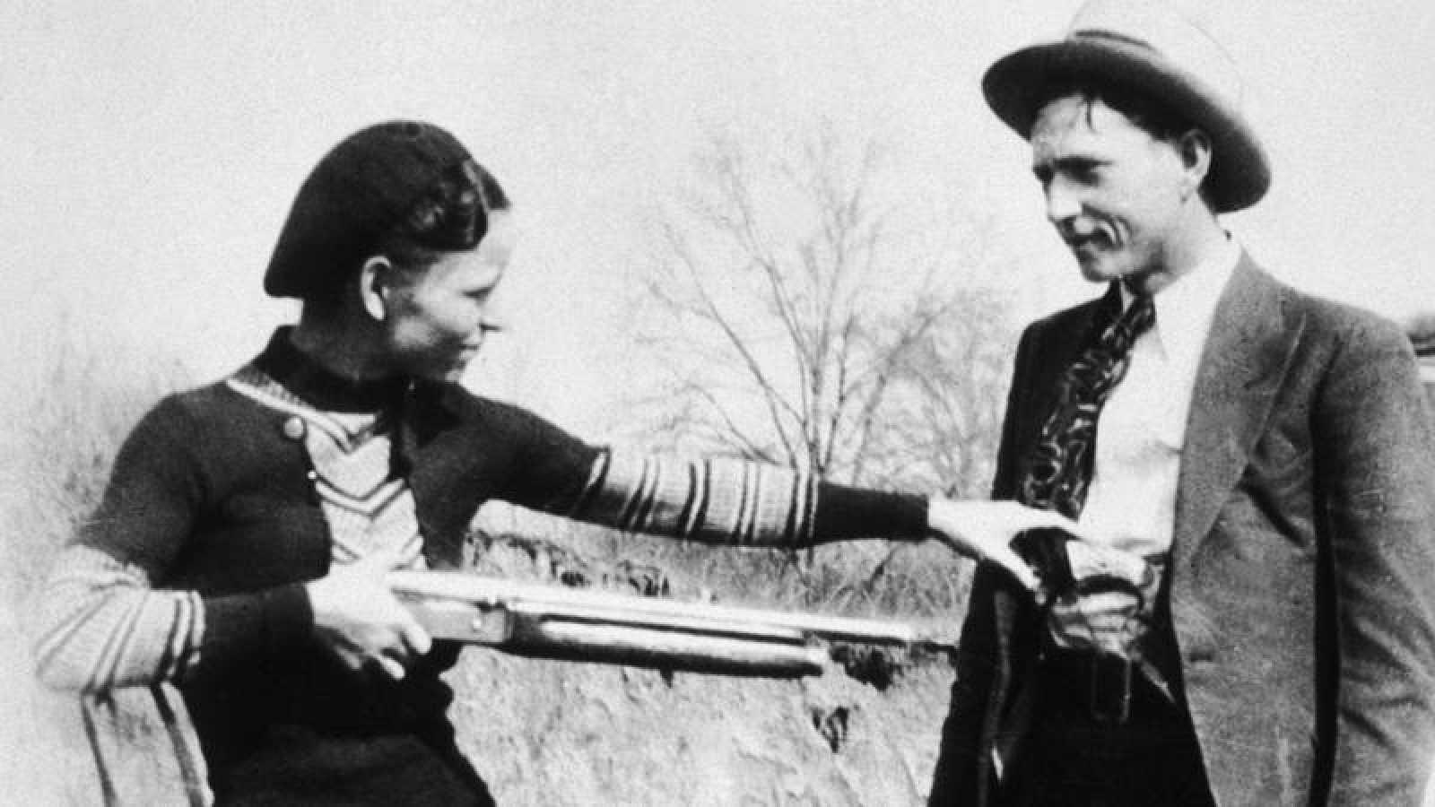 Bonnie & Clyde posando ante la cámara