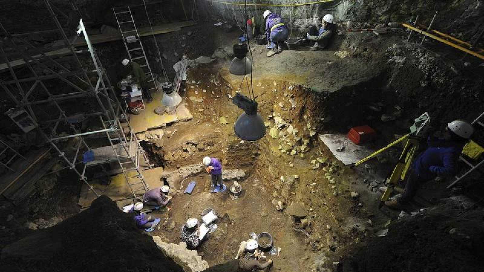 Cueva Fantasma es una sala kárstica de unos 30 metros de ancho, situada por encima de Gran Dolina.