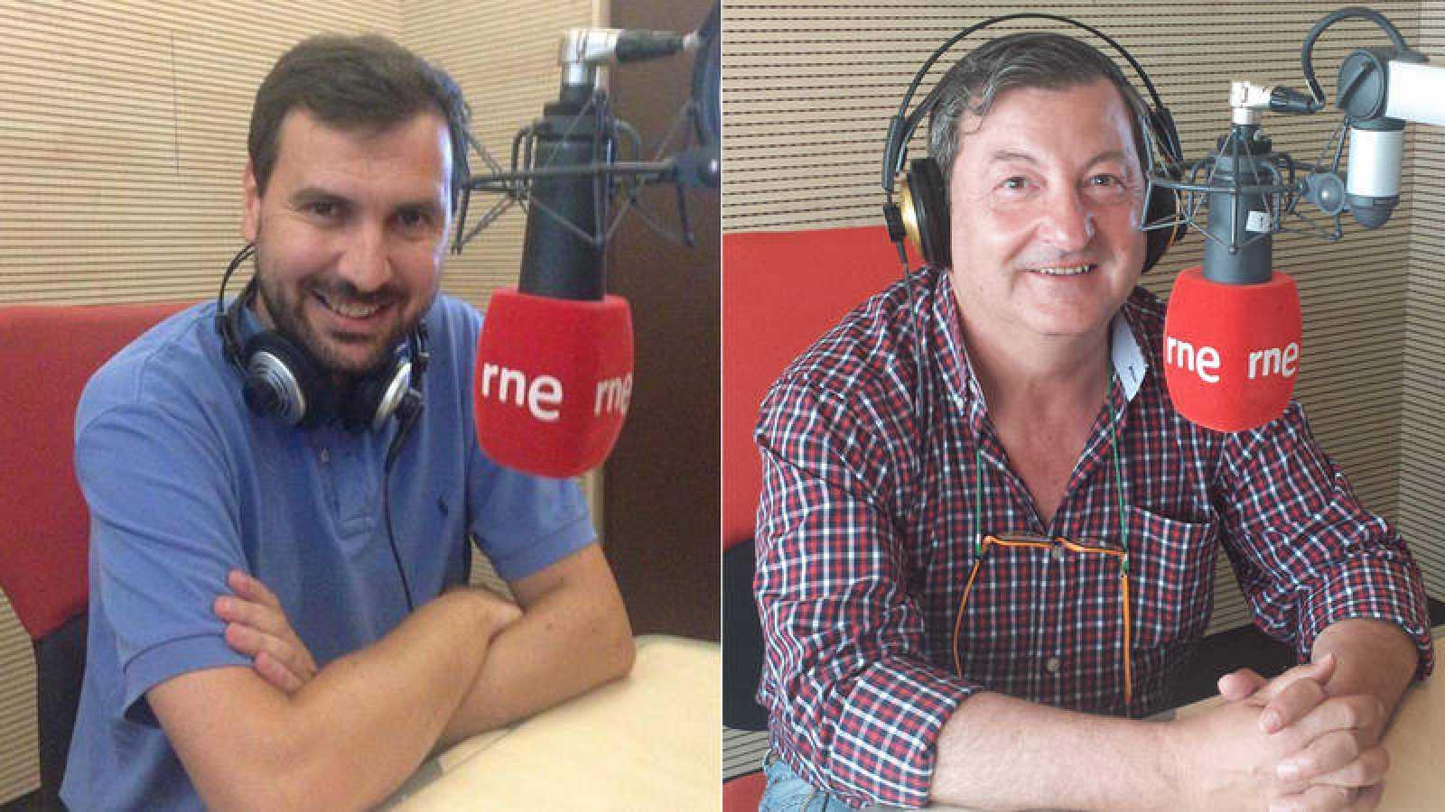 Manolo Castro, presentador de 'Kilómetros de radio', y el periodista de RNE Jesús Sebastián.