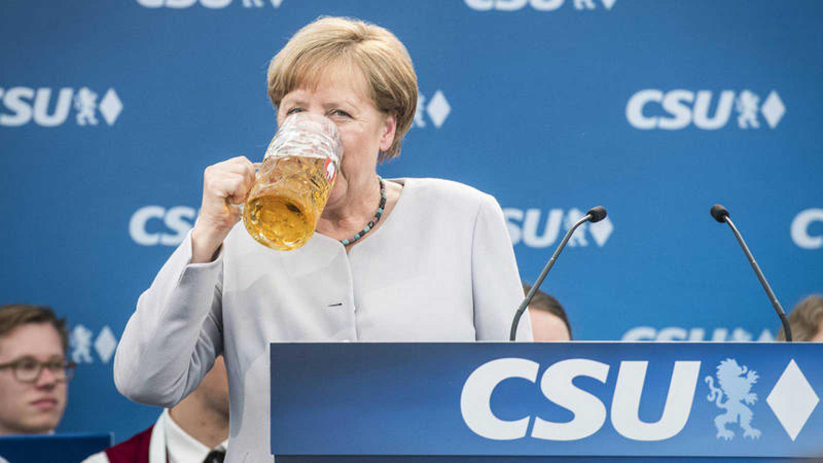 La canciller alemana, Angela Merkel, celebra un acto de su partido.