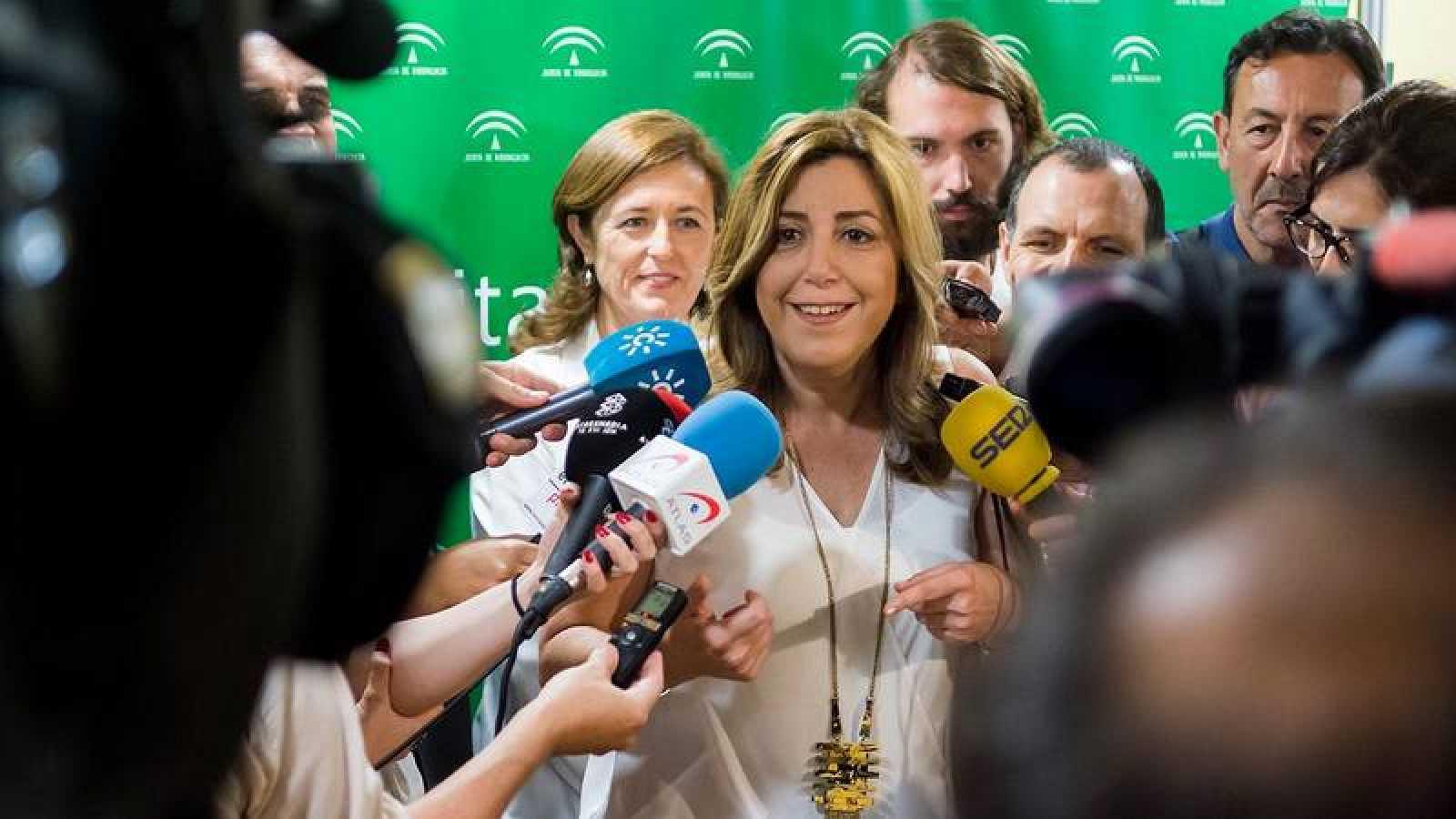 """Susana Díaz pide a Pedro """"respeto"""" para los territorios y a los expresidentes"""