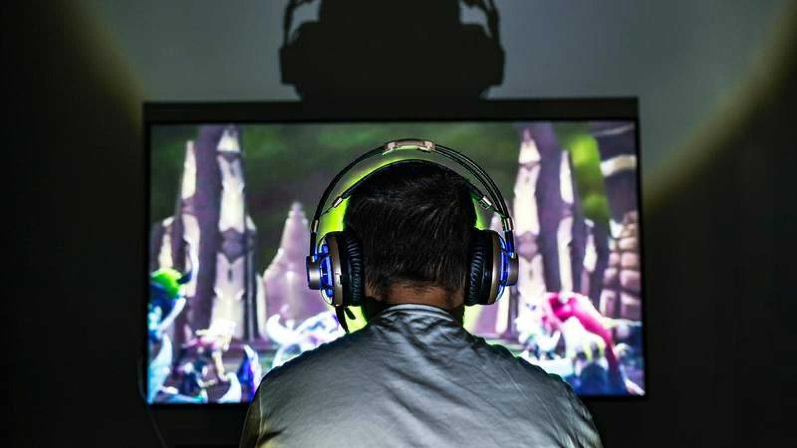 La industria de videojuego lidera el sector de ocio audiovisual en España, significativamente más que el cine y la música juntos.