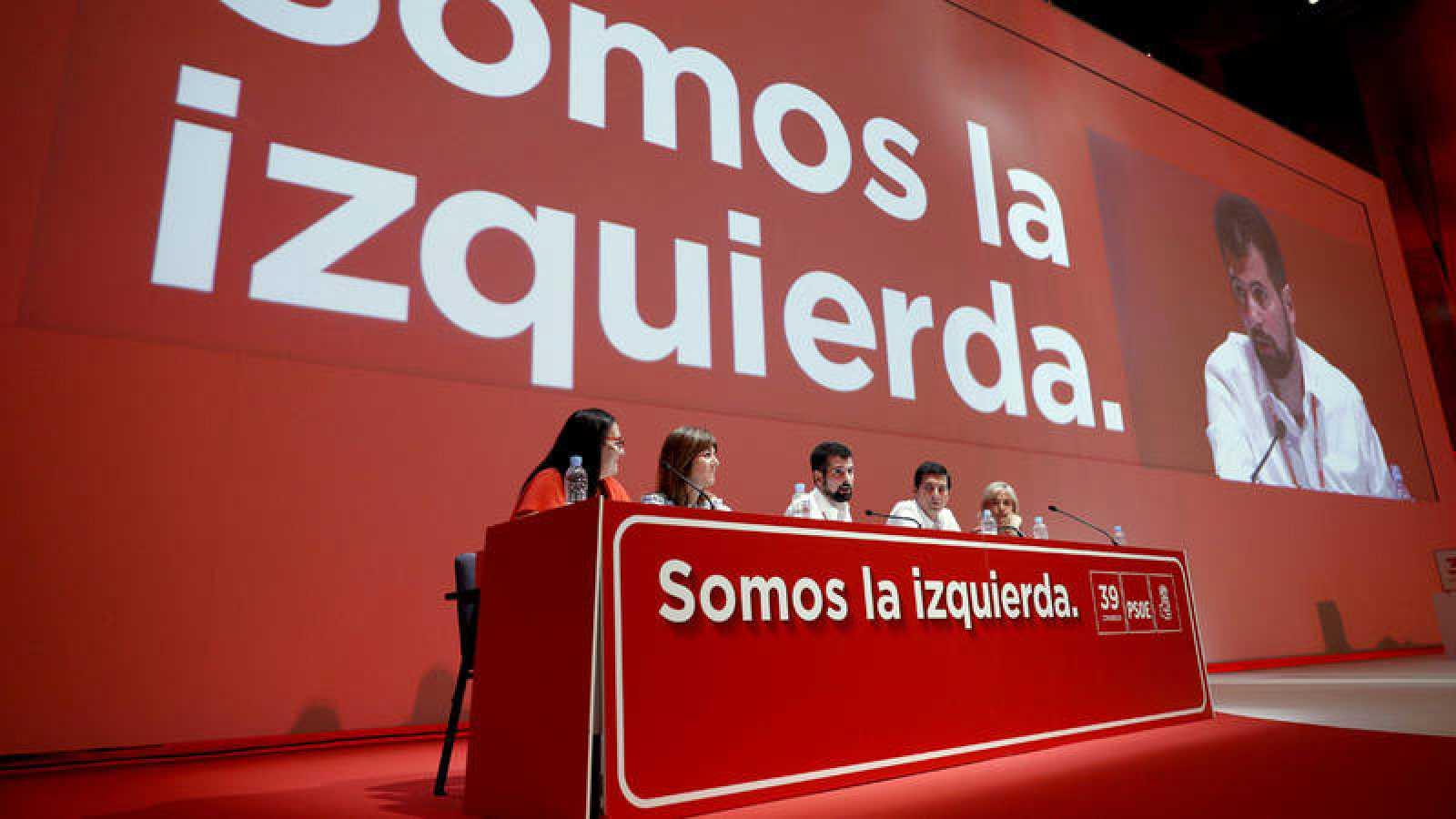 Luis Tudanca, presidente del Congreso Federal del PSOE, se dirige a los delegados durante la reunión.