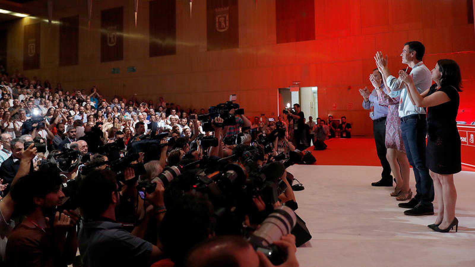 El líder del PSOE, Pedro Sánchez, aclamado a su llegada al 39º Congreso Federal de los socialistas
