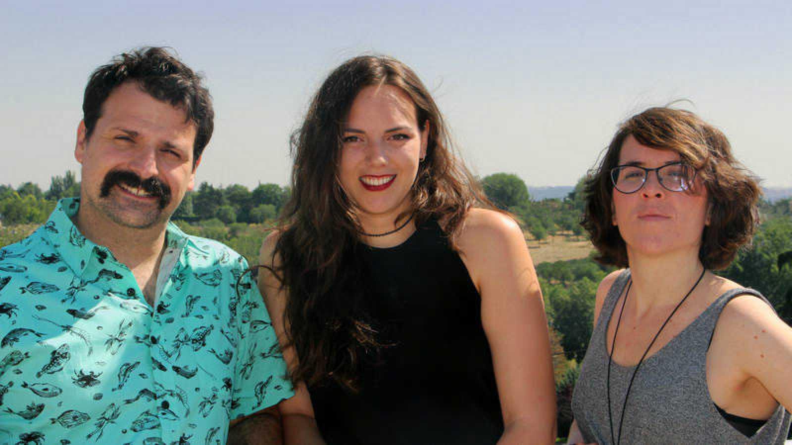 Ángel Carmona, Laura Martínez y María Taosa bajo el sol del verano en Radio 3