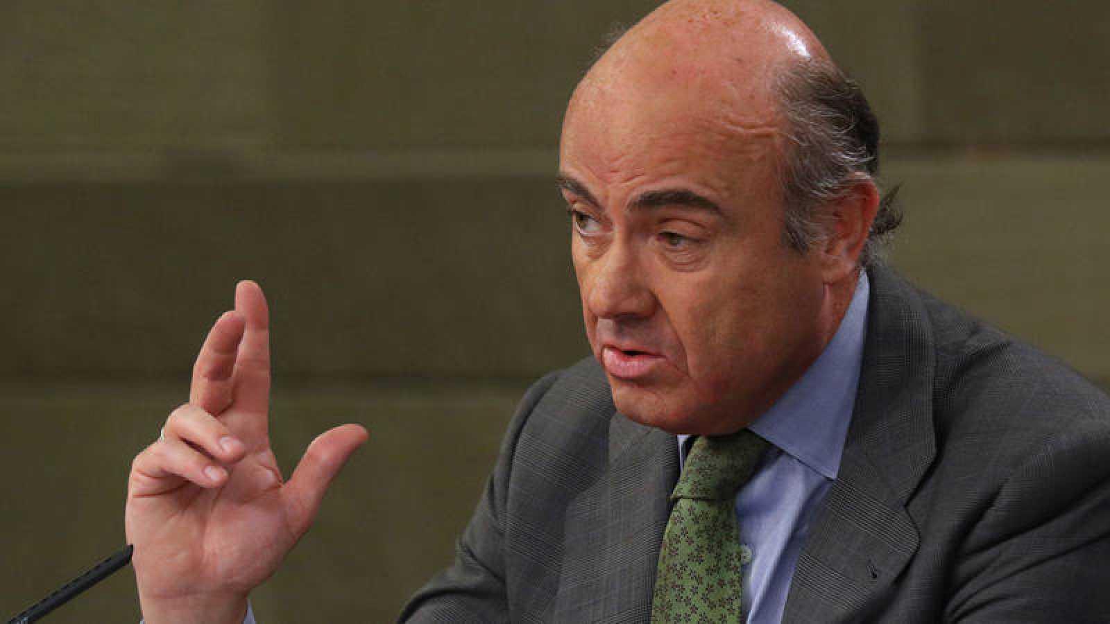 El ministro de Economía, Luis de Guindos, en la rueda de prensa tras el Consejo de Ministros
