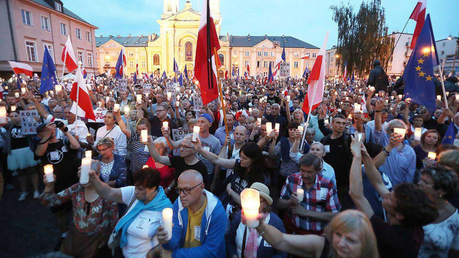Protesta ante el Tribunal Supremo en Varsovia, Polonia