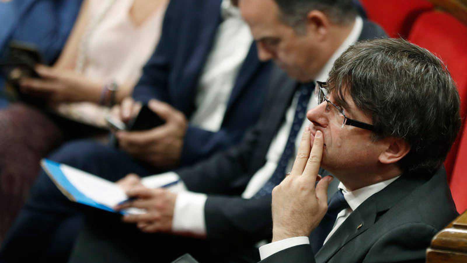 El presidente de la Generalitat, Carles Puigemont, en un pleno del Parlament