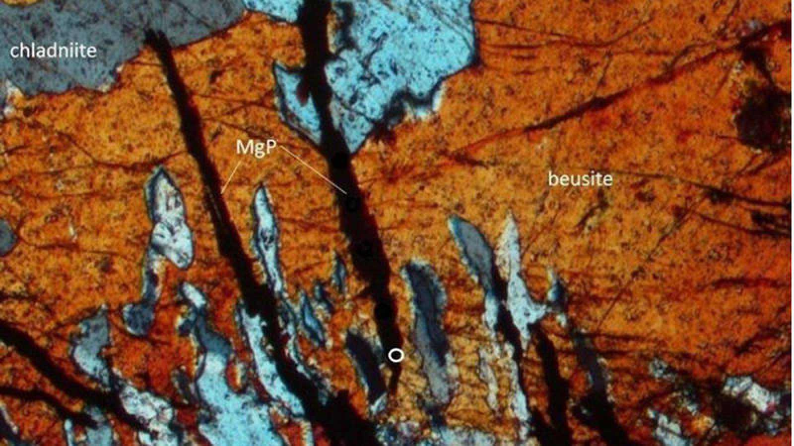 Hallan por primera vez un mineral hasta ahora exclusivo de los meteoritos