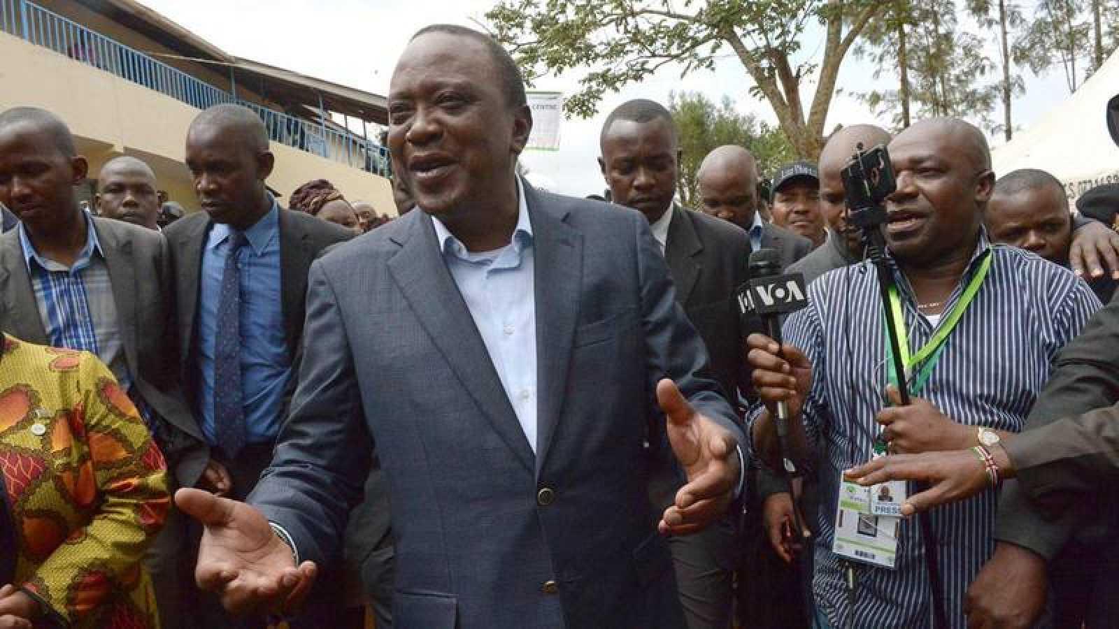 Imagen del presidente de Kenia, Uhuru Kenyatta, durante la jornada electoral