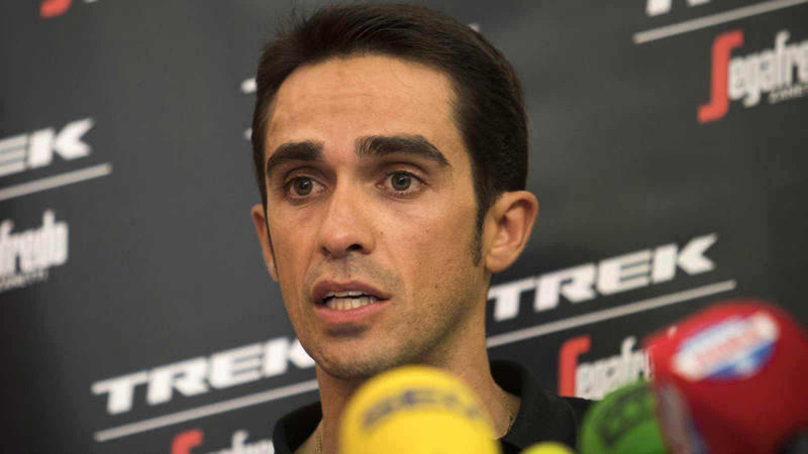 El ciclista español Alberto Contador, en rueda de prensa.