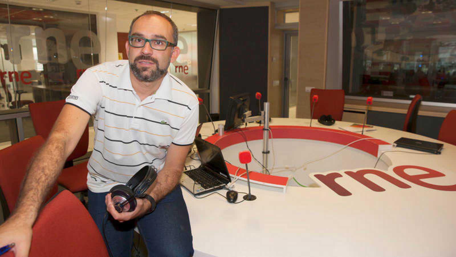 Manu Martínez, director y presentador de 'Tablero deportivo'.