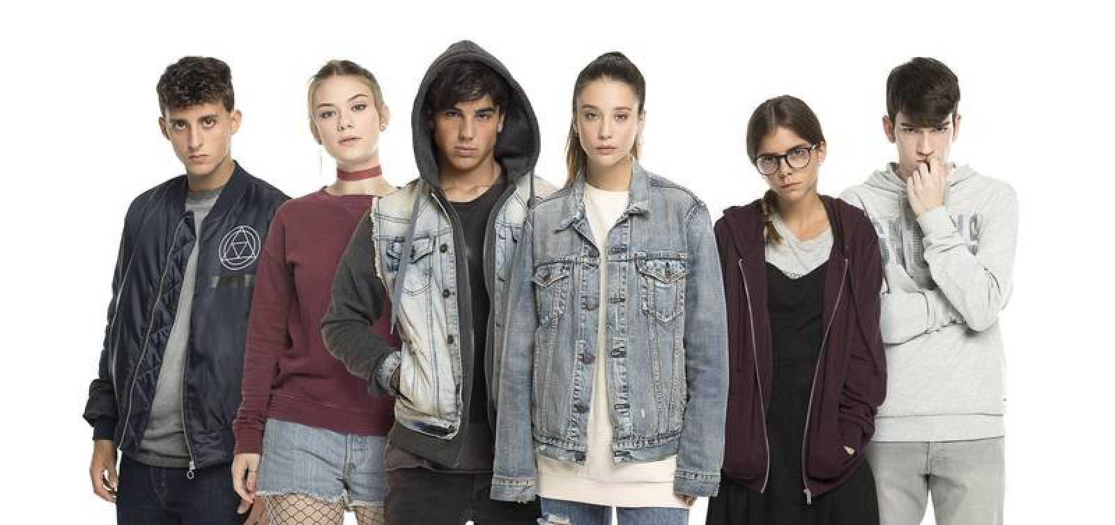 Daniel Ibáñez, Nerea Elizalde, Óscar Casas, María Pedraza, Lucía Diez y Jorge Motos, protagonizan 'Si fueras tú'