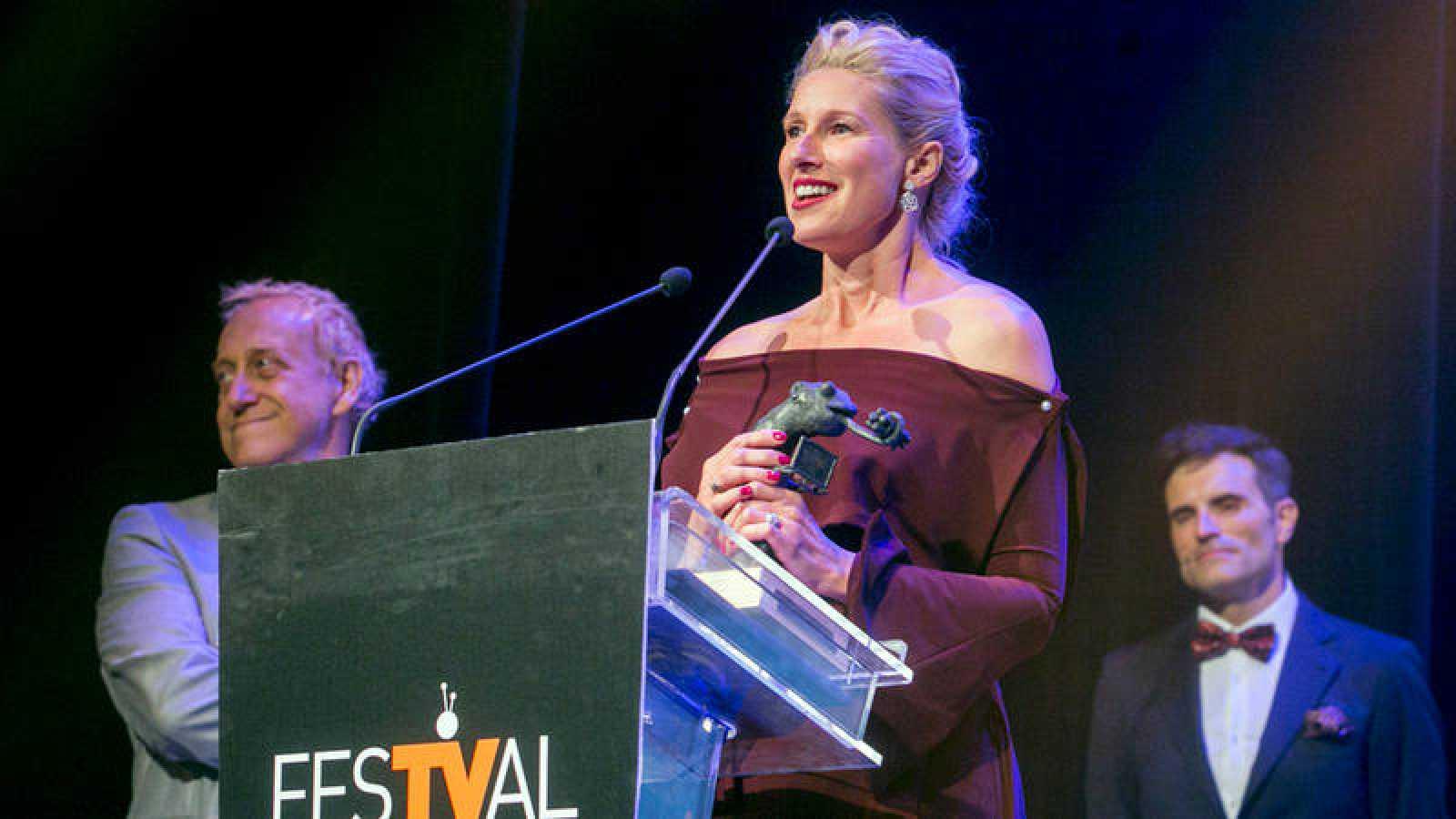 Anne Igartiburu recogió en premio en la gala de clausura del FesTVal