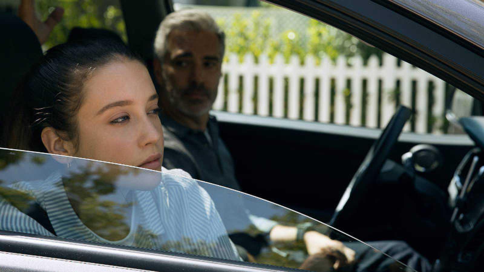 Alba Ruiz (María Pedraza) y Miguel Alonso (Adriá Collado) llegan al barrio residencial Sotocruz