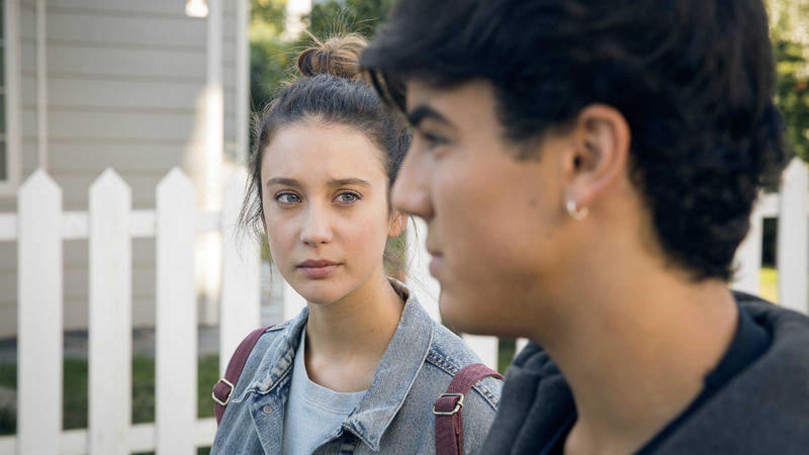 Alba sospecha que Rafa puede saber algo más sobre la desaparición de Cris